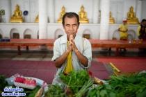 วัดพระบาทห้วยต้ม ตักบาตรผักวิถีดีงาม แห่งเดียวในไทย