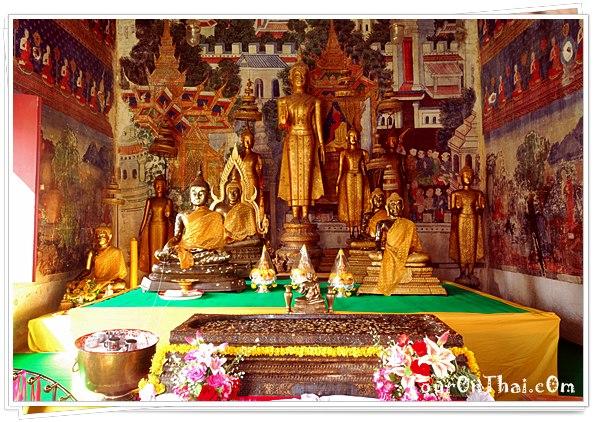 พระพุทธรูปในวิหาร
