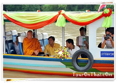 เจ้าคณะจังหวัดบนเรือพระพุทธรูป