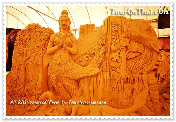 ปราสาททราย-ศิลปะไทยหน้าทางเข้า