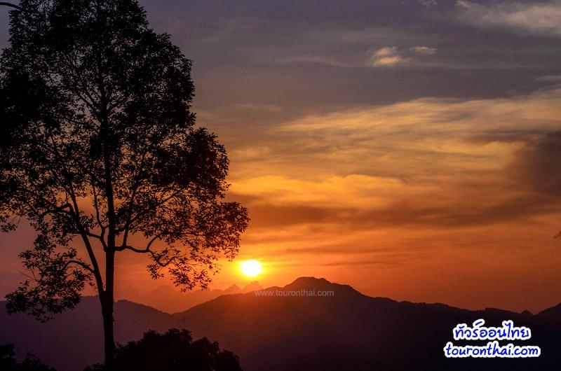 พระอาทิตย์ตกที่พะเนินทุ่ง