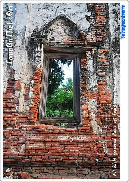 ช่องหน้าต่างวิหารเก่า