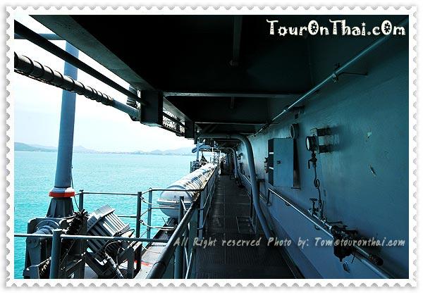 ทางเดินข้างเรือรบหลวงจักรีนฤเบศร