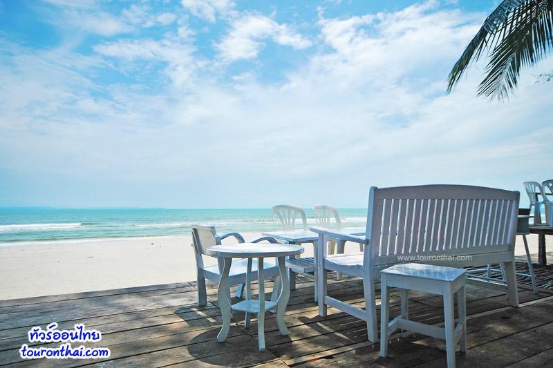โต๊ะริมหาดบานชื่น