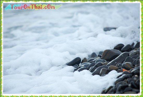 คลื่นละมุนบนเกาะหินงาม