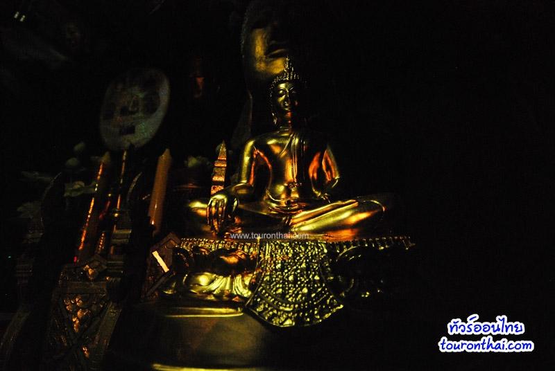 แสงเงาบนพระพุทธรูป