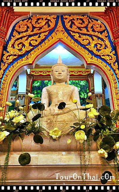พระพุทธรูปบนชั้น 2
